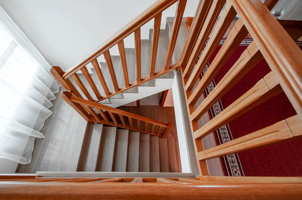drevené zábradlie na schody Bratislava Schody Zábradlie